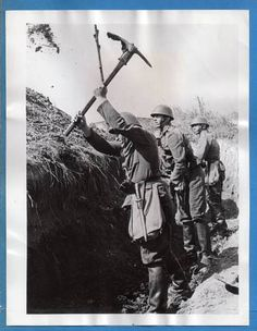 1938-Czechoslovakia-Troops-Digging-Trenches-Original-Press-Photo