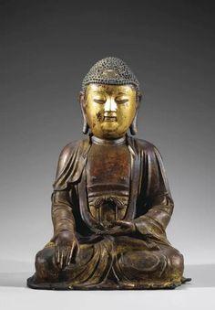 明代佛像的甲衣及絆甲絲絛均較寫實生動,這是明代造像的普遍特點。