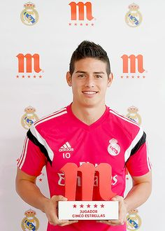 """Colombian Player James Rodriguez collected the 'Five-Star Player' trophy for being the best player in January Soccer Guys, Good Soccer Players, Football Soccer, Football Players, James Rodriguez, Fifa, Real Madrid Football Club, International Soccer, James 5"