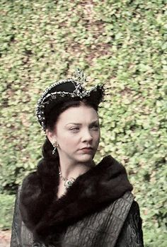 Sir John fought beside the King during his French campaign. Princess Elizabeth, Princess Mary, Elizabeth Taylor, Medieval Fashion, Medieval 3, Tudor Era, Tudor Style, The Tudors Tv Show, Anne Boleyn Tudors