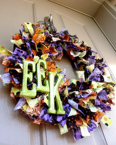Halloween Rag Wreath -- took idea if rag wreath but a different theme. Maybe Halloween next time! Diy Halloween, Holidays Halloween, Halloween Treats, Happy Halloween, Halloween Decorations, Halloween Fabric, Halloween Halloween, Halloween Clothes, Halloween Camping