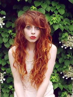 Stunning Redhead Hairstyles For Those Looking A Different Style 11 Dyed Red Hair, Red Hair Color, Ombre Hair, Red Ombre, Blonde Ombre, Hair Dye, Blonde Hair, Redhead Hairstyles, Pretty Hairstyles