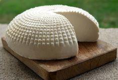 Science lesson - Turning milk into cheese No Salt Recipes, Cooking Recipes, Beneficios Do Kefir, Vegetarian Recepies, Healthy Fats, Food Dishes, Mozzarella, Food Porn, Good Food