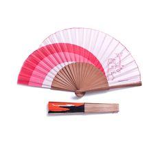 En estos días de #calor, en tu bolso no puede faltar un abanico,¿qué te parece este de #LibreríaMPM? #summeriscoming