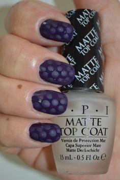 OPI - A Grape Affair med lite prickar gjorda med matte Top Coat.                        Blev inte riktigt nöjd med dessa eftersom det blev småprickigt i prickarna. vet inte vad det kommer ifrån.