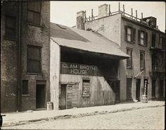 """393 West Street, a wood-frame building built in c. 1834 in Manhattan. In 1909, this served the dock workers as a """"clam broth house."""""""