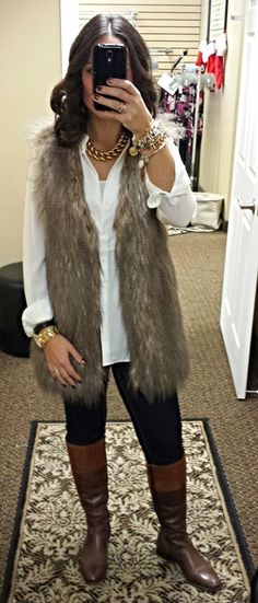 Fur vest, white blouse, dark jeans and your favorite pair of boots! Then accessorize this beautiful outfit with either silver or gold costume jewelry! Fur Vest Outfits, Casual Outfits, White Vest Outfit, Long Vest Outfit, Peacoat Outfit, Vest Outfits For Women, Look Casual, Look Chic, Fall Winter Outfits