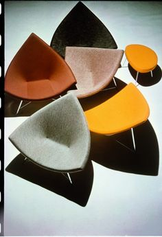 George Nelson Coconut Chairs and ottoman, 1956 Photo: Vitra Design Museum Archive George Nelson, Vitra Design Museum, Furniture Decor, Modern Furniture, Furniture Design, Vitra Furniture, Bauhaus Furniture, Futuristic Furniture, Small Furniture