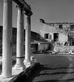 Hadrian Gates Athens H. Herbert List, Magnum Photos, Greece Travel, Time Travel, Athens, Old Photos, Greek, Adventure, Black And White