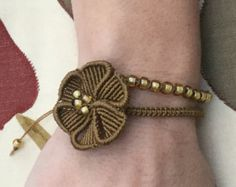 Macramè boho hippie bracelet with mandala flower by KnottedWorld