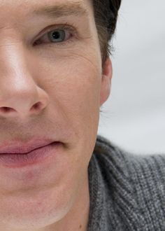 I love the little crinckles around his eyes... I don't know why though but they are just so attractive to me *blushes*