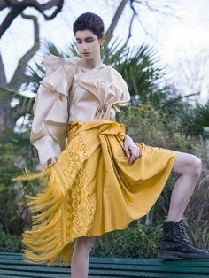 Gala Limón   Blusa en seda y falda tejida a mano en la tradición artesanal de  San Luis Potosí. #PFW #Fashion #fairtrade #luxury #newluxury