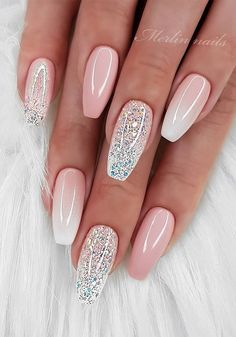 If you want your nails to attract people's attention, glitter nail art design is the most direct way. The glitter nail design is easy to make, just add a little gradient sequins to the nails. Whatever the color of the nails, the addition of small seq Wedding Nails For Bride, Bride Nails, Wedding Nails Design, Simple Wedding Nails, Nail Wedding, Bridal Nail Art, Best Acrylic Nails, Acrylic Nail Designs, Ombre Nail Designs
