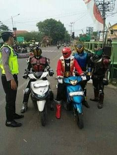 Police > both super sentai and kamen rider combined Funny Images, Funny Pictures, Original Power Rangers, Best Crossover, Kamen Rider Series, Most Popular Memes, Just Smile, Life Memes, Really Funny