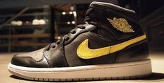 Air Jordan 1 Mid Black/Gold