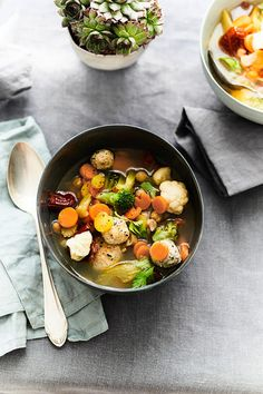Gemüsesuppe mit Kichererbsen und Hühnerfleischknödeln Chic Peas, Meat, Essen, Food Recipes
