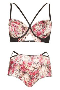 Heart-racing lingerie that's perfectly appropriate for Valentine's Day? Yes, please.