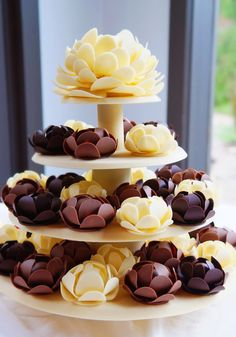 Wedding Sculpture as a cake alternative. Each guests receives a hand crafted chocolate flower instead of cake.