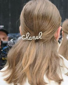 The most beautiful hair clips from the Chanel runways Source by jodyf The most beautiful hair clips from the Chanel runways Source by jodyf Source by Chanel Fashion, Fashion Beauty, Runway Fashion, Latest Fashion, Down Hairstyles, Wedding Hairstyles, Fashion Hairstyles, Cheveux Oranges, Twist Headband