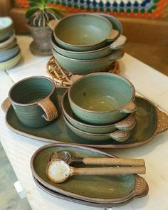 Look at this splendid Making Pottery - what an innovative project Pottery Plates, Slab Pottery, Ceramic Pottery, Pottery Art, Thrown Pottery, Ceramic Tableware, Ceramic Clay, Ceramic Bowls, Sculptures Céramiques