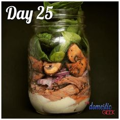 From - Day 25 - Steak & Mushroom Salad - 2 tbsp blue cheese dressing ½ steak, medium rare and thinly sliced ¼ cup red onion, finely sliced ½ cup sauteed mushrooms 1 cup baby spinach - Direct link to my latest vid is in my bio! Steak And Mushrooms, Sauteed Mushrooms, Mason Jar Meals, Meals In A Jar, Salad In A Jar, Soup And Salad, Ways To Stay Healthy, How To Stay Healthy, Healthy Lunches
