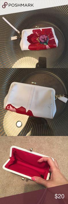 Coach floral detachable wrislet Coach floral detachable wrislet.  Bag measures 6.5l x 4h x 1w.   Please see pics for signs of wear. Coach Bags Clutches & Wristlets