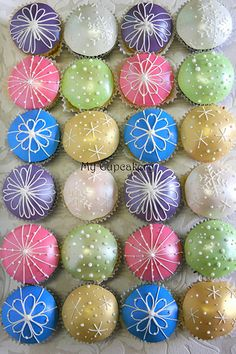 Christmas bauble cupcakes | Explore meggs2518's photos on Fl… | Flickr - Photo Sharing!