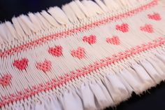 """Michie"" Lots of tips, tutorials and frebies to help get one started smocking Free ""Tiny Hearts"" Smocking Design Smocking Baby, Smocking Plates, Smocking Patterns, Sewing Patterns, Sewing For Kids, Baby Sewing, Embroidery Stitches, Hand Embroidery, Punto Smok"