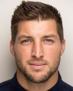New York Mets sign former Tim Tebow to minor league contract Nfl, Athletic Men, New York Mets, Sport Man, Good Looking Men, Celebrity Crush, Role Models, My Idol, Beautiful Men