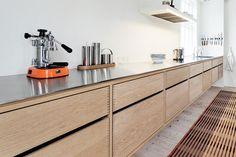 Bilderesultat for stål kjøkkenbenk Future House, Cabinet, Storage, Kitchens, Furniture, Home Decor, Ideas, Clothes Stand, Purse Storage