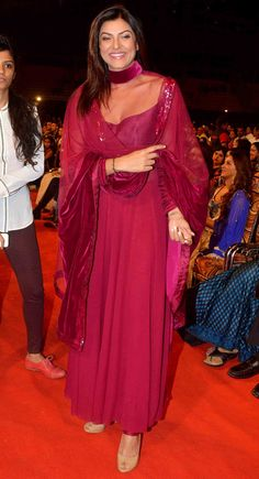 Sushmita Sen at the Umang Mumbai Police Show 2015. #Bollywood #Fashion #Style #Beauty