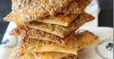 HOMEMADE CRACKERS WITH SESAME & SUNFLOWER SEED     Ev yapımı krakerlerin en lezzetlilerinden biri de yaprak galeta olarak da adlandırılan in...