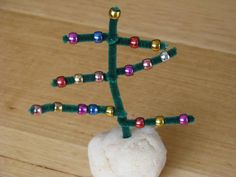 """The children would love making this pipe-cleaner & bead Christmas tree ("""",)"""