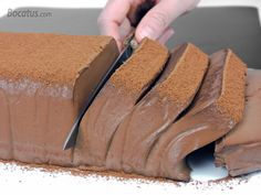 Hago el Pastel de Chocolate Japonés que más triunfa - - Mango Dessert Recipes, Delicious Desserts, Yummy Food, Brownie, Chocolate Desserts, Chocolate Mousse Cake, Sweet Recipes, Cake Decorating, Bakery