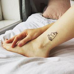 19 Meaningful Wrist Tattoos With Words – Wrist Designs Baby Tattoos, Word Tattoos, Body Art Tattoos, Small Tattoos, Tatoos, Real Tattoo, Get A Tattoo, Mode Inspiration, Tattoo Studio