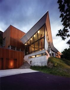 The House, located at the mouth of the Little Cottonwood Canyon just south of Salt Lake City, Utah. Designed by Grunsfeld Shafer Architects. Simply inspirational by ConfidentLiving.se...