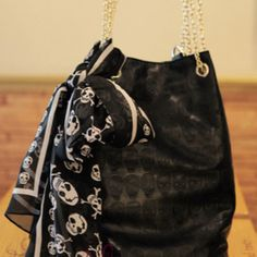 Another skull purse I want!
