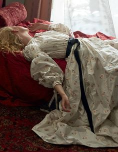 """Elle Fanning """"Sleeping Beauty"""" photo by Annie Leibovitz for Vogue US June 2017 Alexander McQueen dress. Annie Leibovitz, Elle Fanning, Ellen Von Unwerth, Vogue Us, Princess Aesthetic, Vintage Mode, Editorial Fashion, High Fashion, Fashion Photography"""