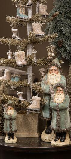 vintage christmas :: ragon house my favourite colour 😉 Christmas Past, Shabby Chic Christmas, Victorian Christmas, Vintage Christmas Ornaments, Primitive Christmas, Blue Christmas, Country Christmas, Winter Christmas, Christmas Wreaths