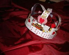 king of hearts crown alice in wonderland Mad Hatter Top Hat, Mad Hatter Party, Mad Hatter Tea, Alice Costume, Hallowen Costume, Costume Ideas, King Of Hearts Costume, Diy Carnaval, Playing Card Costume