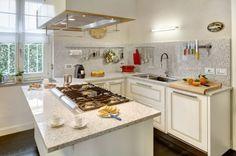 Con Toppino ogni cucina ha il suo spazio. Una comoda penisola per avere immediatamente tutto a disposizione.