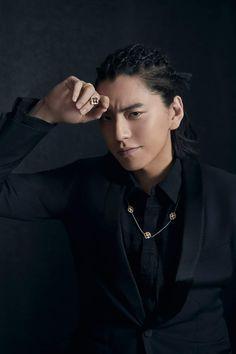 Darren Wang, Asian Actors, Poses, Wolf, Apple, Persona, Figure Poses, Apple Fruit, Wolves