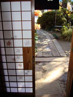 Shoji doors like in the new house! Japanese House, Japanese Art, Japanese Style, Beautiful Islands, Beautiful Places, Washitsu, Sliding Panels, Travel Party, Japanese Interior
