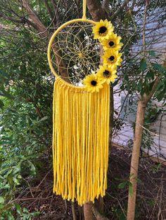 Dream Catcher Patterns, Dream Catcher Decor, Dream Catcher Boho, Making Dream Catchers, Sunflower Room, Crochet Sunflower, Yellow Sunflower, Sunflower Pattern, Diy Dream Catcher Tutorial