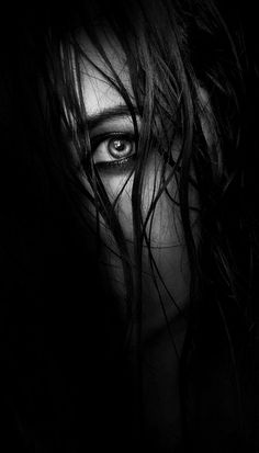 ☾ Midnight Dreams ☽ dreamy & dramatic black and white photography - Lorenzens-Soil - self portrait lighting Low Key Portraits, Portrait Photos, Dark Portrait, Portrait Lighting, Low Key Photography, Shadow Photography, Girl Photography Poses, Creative Photography, Artistic Photography