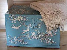 Расписываем бабушкин сундук, шкаф, стол и тумбочку краской по мебели - Гнездовье (gnezdovie) - Ярмарка Мастеров http://www.livemaster.ru/topic/1188085-raspisyvaem-babushkin-sunduk-shkaf-stol-i-tumbochku-kraskoj-po-mebeli