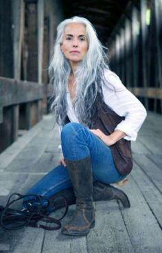 hair highlights older women trendy hair silver grey aging gracefully trendy hair silver grey aging gracefully Grey Hair Old, Long Gray Hair, Dark Hair, Long Silver Hair, Silver Ombre, Blue Ombre, Going Gray Gracefully, Aging Gracefully, Yasmina Rossi