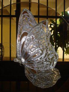 mariposa repujada en metal .Por Romelia Cossé