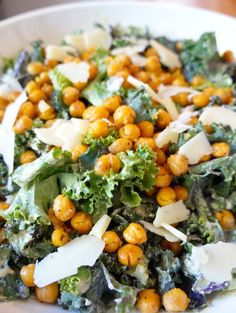 Kale Caesar Salad with Roasted Chickpeas | tomatoboots.co | #creamy #kale #lunch