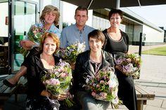 Dit jaar een bijzondere gebeurtenis bij tbp electronics! Vijf medewerkers vieren hun zilveren jubileum bij het Dirkslandse assemblagebedrijf. Op 28 augustus jl. heeft een feestelijke receptie plaatsgevonden waarbij de jubilarissen Wiljo van Okkenburg, Jenny Hogerwerf, Sonja van Driel-Hoek, Marja Klijn-Snijder en Annet Snaauw-Kooistra in het zonnetje zijn gezet met bloemen, cadeaus en natuurlijk een toespraak. Vandaag een artikel hierover op de voorpagina van Groot G-O. Foto: Jacquelien…